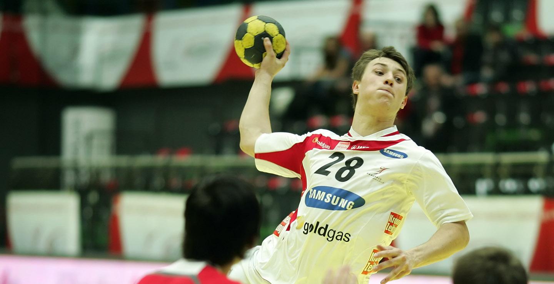 Handballspieler beim Sprungwurf